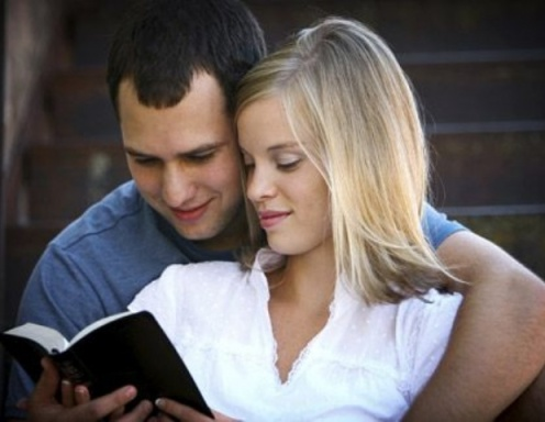 couple-reading-scriptures
